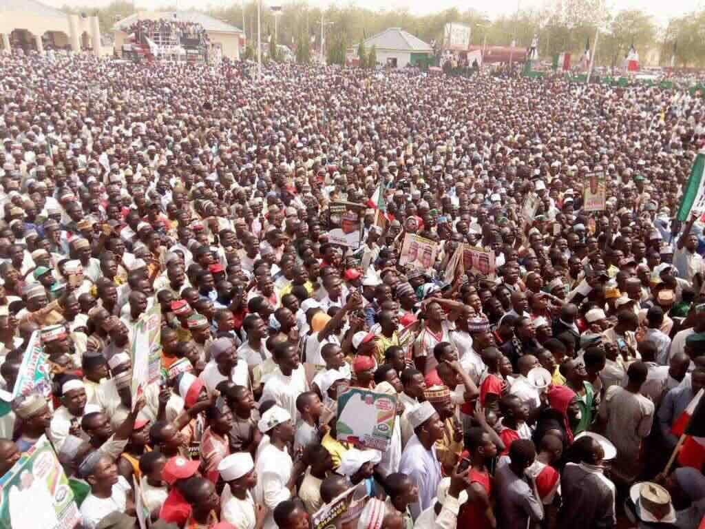 PDP's Fayose flaunts crowd in Katsina rally