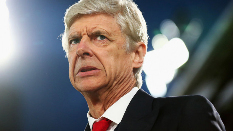 Arsene Wenger bows, to step down