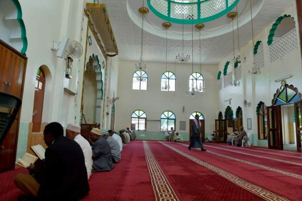 Kenya court suspends ban on Muslim prayers at school