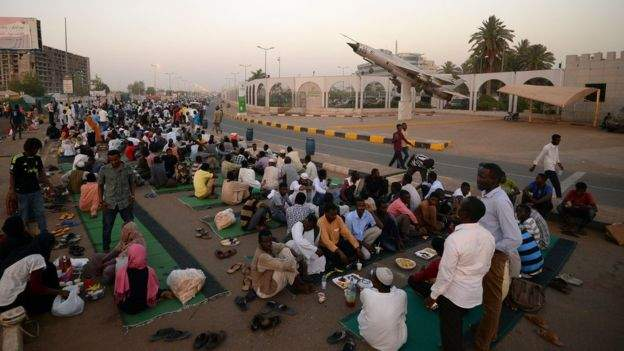 Sudanese protesters vow to continue sit-in