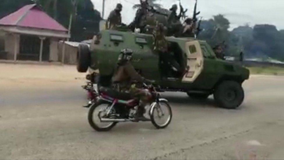 Mozambique unrest: Islamist militants 'ambush workers fleeing hotel'