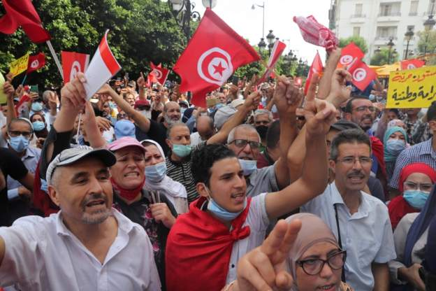 Tunisia parties call on president to reverse power-grab
